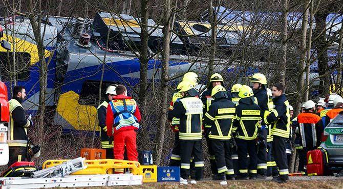 Almanya'da feci tren kazası: Ölü ve yaralılar var