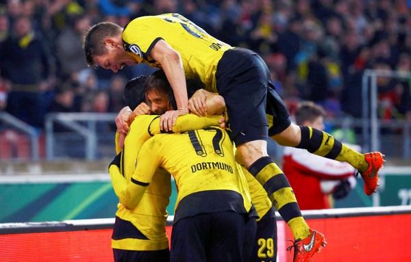 Dortmund tránh được Bayern ở bán kết Cúp QG - ảnh 1