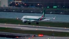 Piloto abort aterrizaje luego de que vientos hicieron rebotar avin
